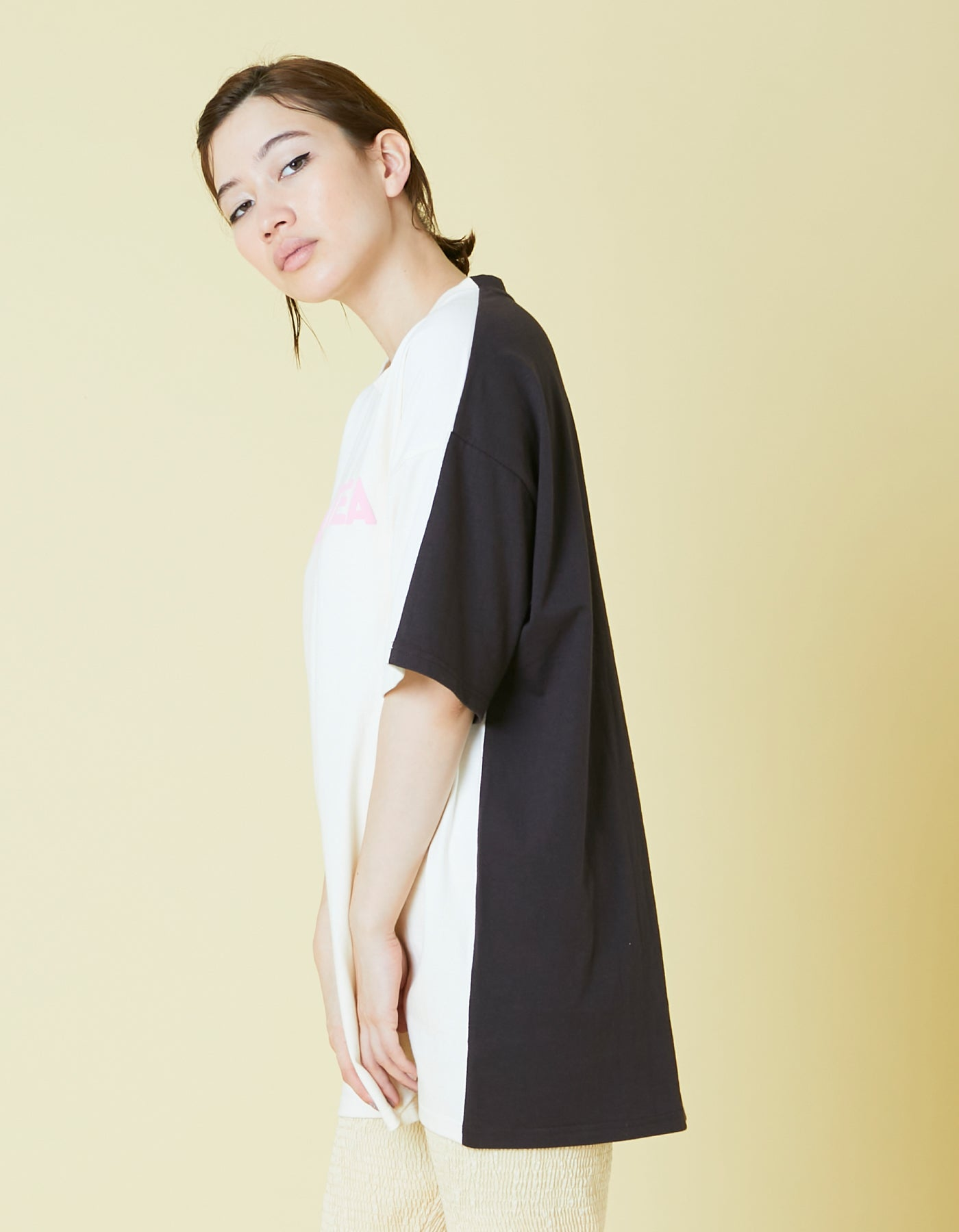 Milk tea tee / WHITE×BLACK