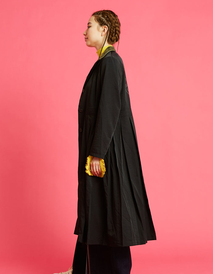 Nylon pleat long jacket / BLACK