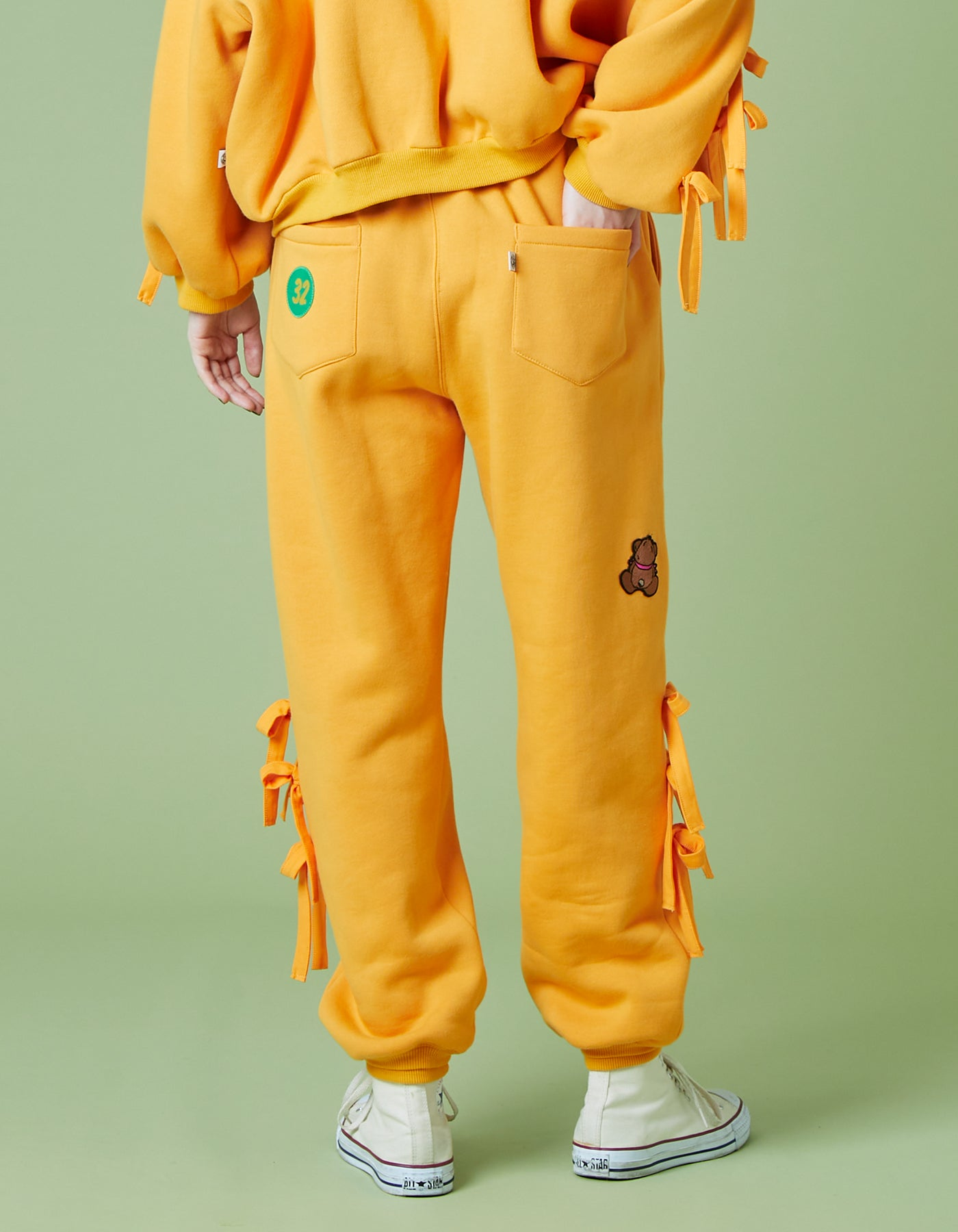 Patches all over sweat pants / YELLOW