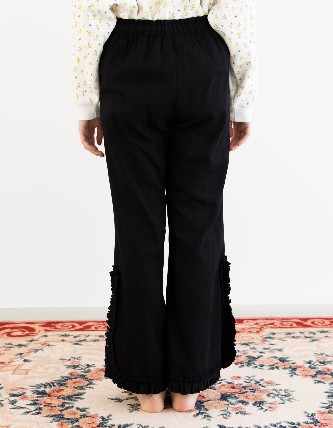 Frill big pants / BLACK