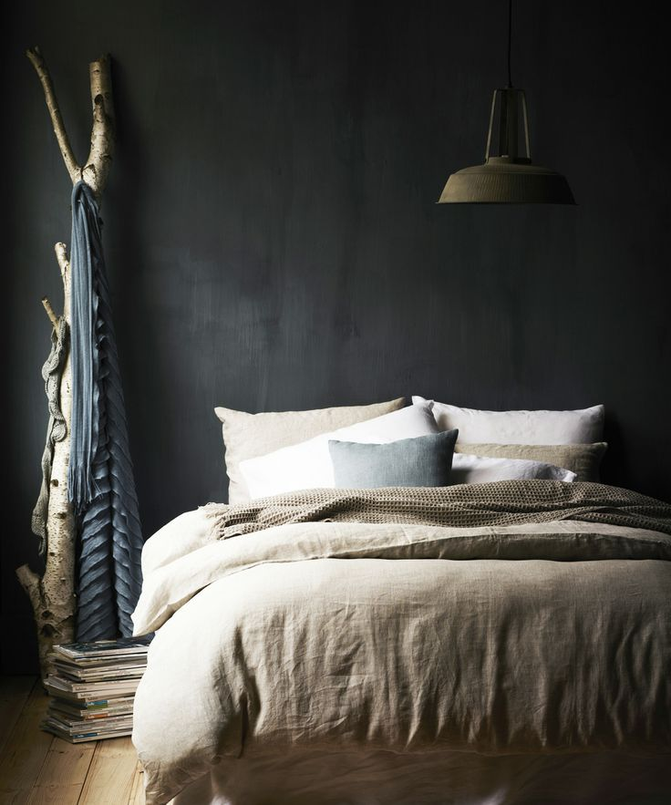 designer-bedroom-dark-walls