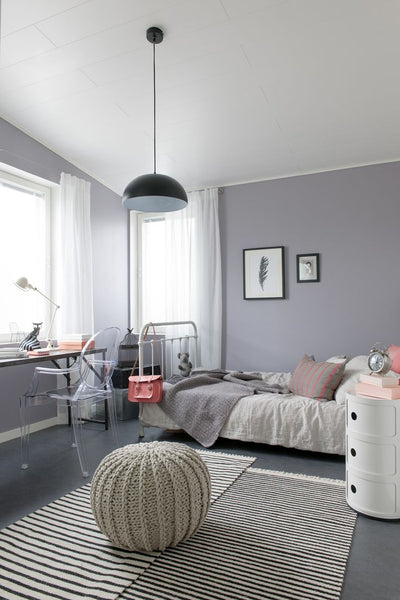 kids bedroom with taupe ottoman