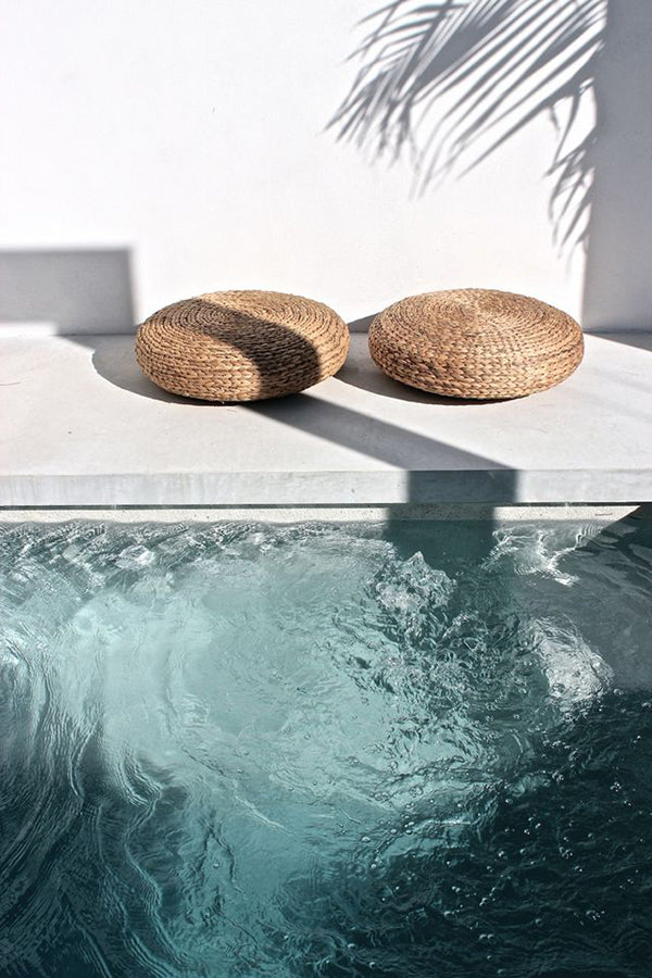 outdoor-ottomans-and-swimming-pool