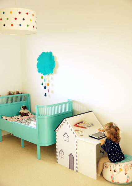 toddler bedroom with ottoman