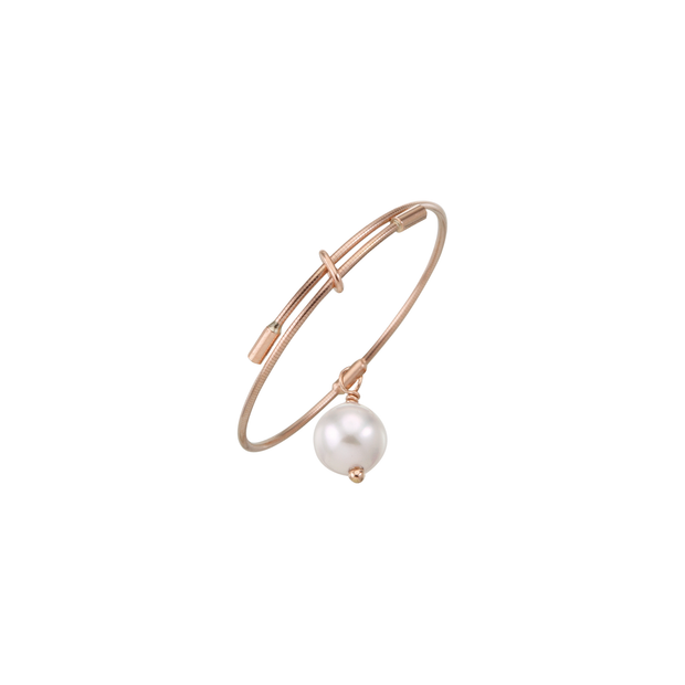 Girlish, chic and refined with a pearl. The Oliver Heemeyer Akoia Pearl ring is an adorable jewellery piece and made to add a little sparkle to your day. Made of 18k rose gold.