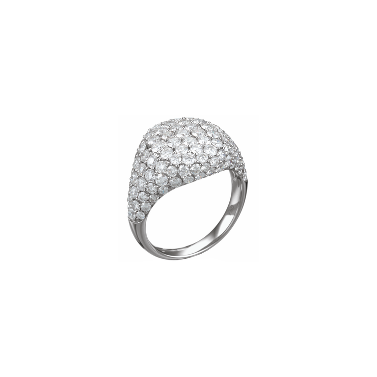 The Oliver Heemeyer Cavalier ring is made out of 18k white gold, set in pavé and adorned with numerous sparkling diamonds. A true statement piece of jewellery.