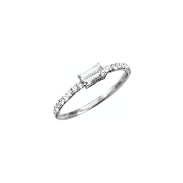 This elegant and delicate Oliver Heemeyer diamond ring features a baguette cut diamond in its center. Handcrafted and made of 18k white gold it is adorned with many subtle sparkling diamonds.