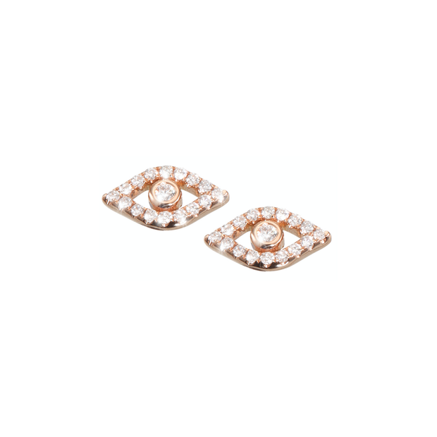 Treat yourself with something little sparkling. These ear studs from Oliver Heemeyer are set with shiny diamonds arranged around a bigger diamond and made of 18k rose or white gold.