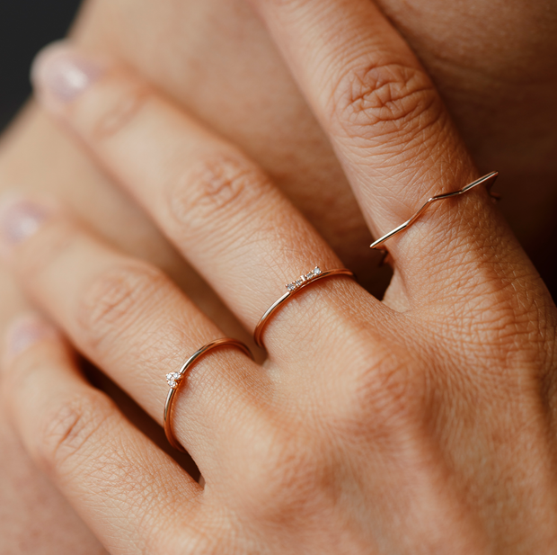 Light, subtle and refined with diamonds. This Oliver Heemeyer ring is made of 18k rose gold and carries three diamonds in the shape of a heart. Different perspective.