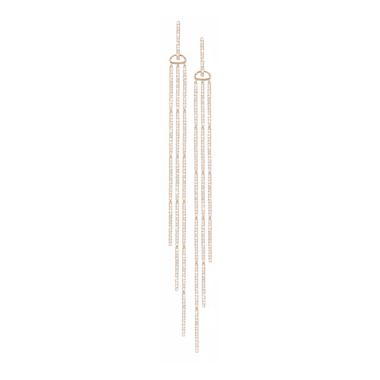 The Oliver Heemeyer Waterfall earrings are adorned with stunning 304 diamonds set in 18k rose gold and offer unparalleled brilliance in discreet size and shape.