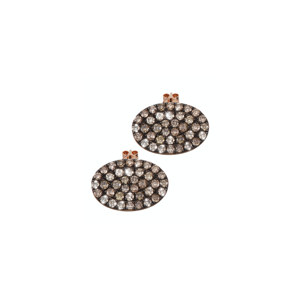 Brown diamonds arranged in an oval shape, carefully handcrafted and made of 18k rose gold. A discreet yet sparkling pair of Oliver Heemeyer ear studs.