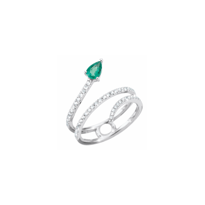 This 18k white gold ring is designed in the shape of a snake, set with diamonds. The highlight is the head consisting of an alluring pear-shaped emerald.