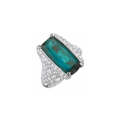 The Oliver Heemeyer Ximena ring carries a rectangular fancy cut bluish-green tourmaline in its center. Set with diamonds in a half-circle setting it becomes an alluring jewellery piece.