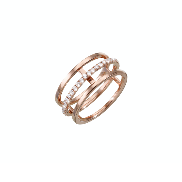 Sophisticated and highest attention to detail. The Dance diamond ring is carefully handcrafted and made out of 18k rose gold. With its movable full circle diamond ring it is a true eye catcher and a beautiful piece of Oliver Heemeyer jewellery.