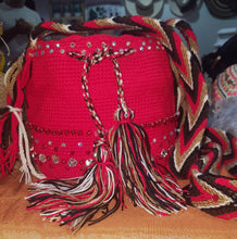 Charger l'image dans la galerie, Small embellished red Wayuu bag - Kate Diaz