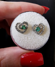 Charger l'image dans la galerie, Emeralds and zirconia heart earrings - Kate Diaz