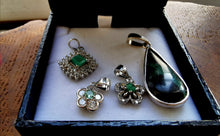 Load image into Gallery viewer, Emerald silver flower pendant - Kate Diaz