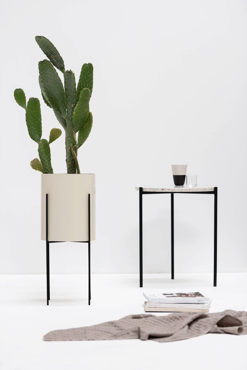 Side Table, Round - Marble Top, Black Legs