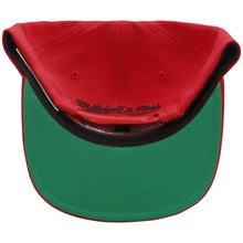Load image into Gallery viewer, Chicago Bulls Mitchell & Ness Current Logo Wool Solid Snapback Adjustable Hat