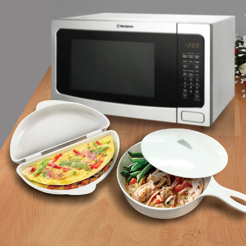MICROWAVE OMELETTE MAKER AND SAUCEPAN