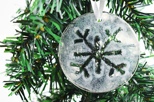 Snowflake fused glass ornament (12GR1619)