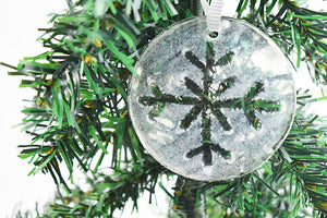 Snowflake fused glass ornament (12GR1319)