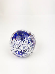 Blue and White Paperweight (1GR1220)