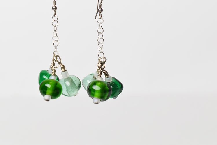 Green glass bead dangle earrings (1KD817)