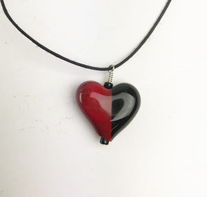 Black and Red Heart Necklace (2PAZ520)