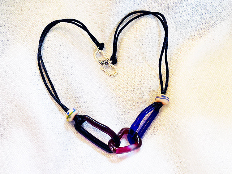 Blue and Purple Glass Chain (4LT720)