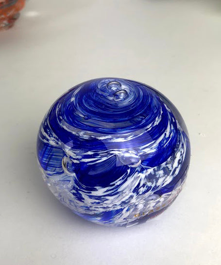 Blue and White Paperweight (7GR519)