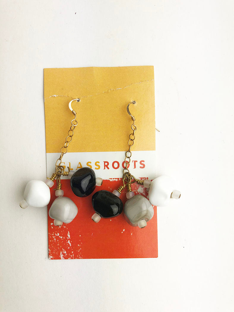 Black and White Earrings (1KD3517)
