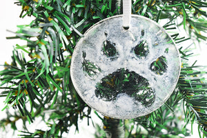 Paw print in snow glass ornament (12gr2619)