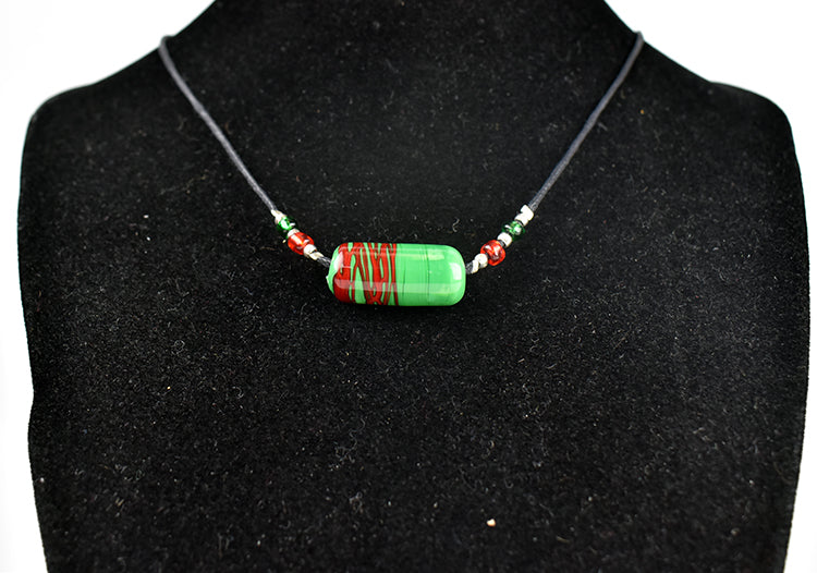 Green bead with red necklace (5GR4919)