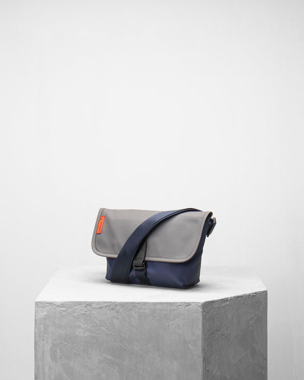 Mini Pacer 防潑水郵差隨身小包 - Backpacks & Bags - Inspired by Rock-climbing - Topologie Taiwan