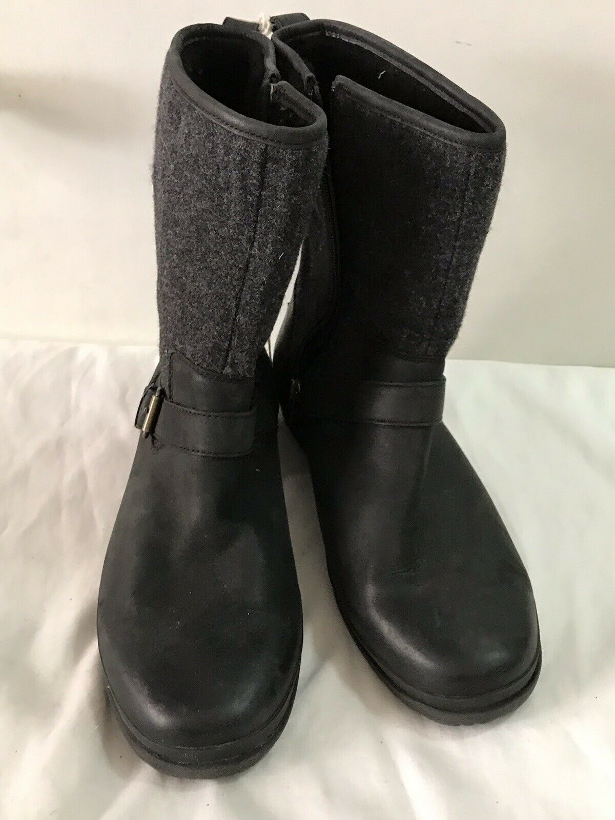 UGG Australia Boots Womens Size 10 Runs Small