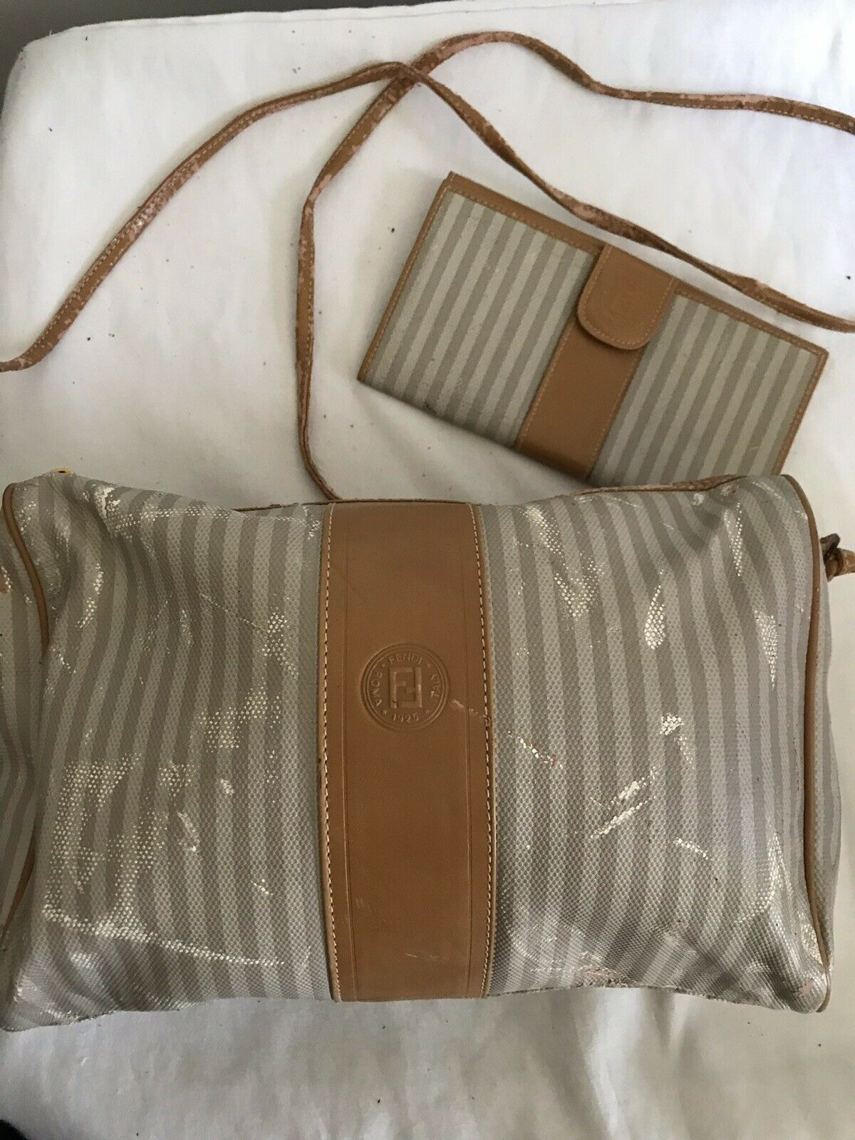 FENDI Vintage Grey/Beige Medium Leather Crossbody Bag With Matching Wallet
