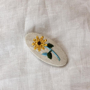 Daisy Embroidered clip