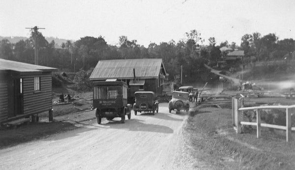 Cars waiting to board the Indooroopilly Ferry