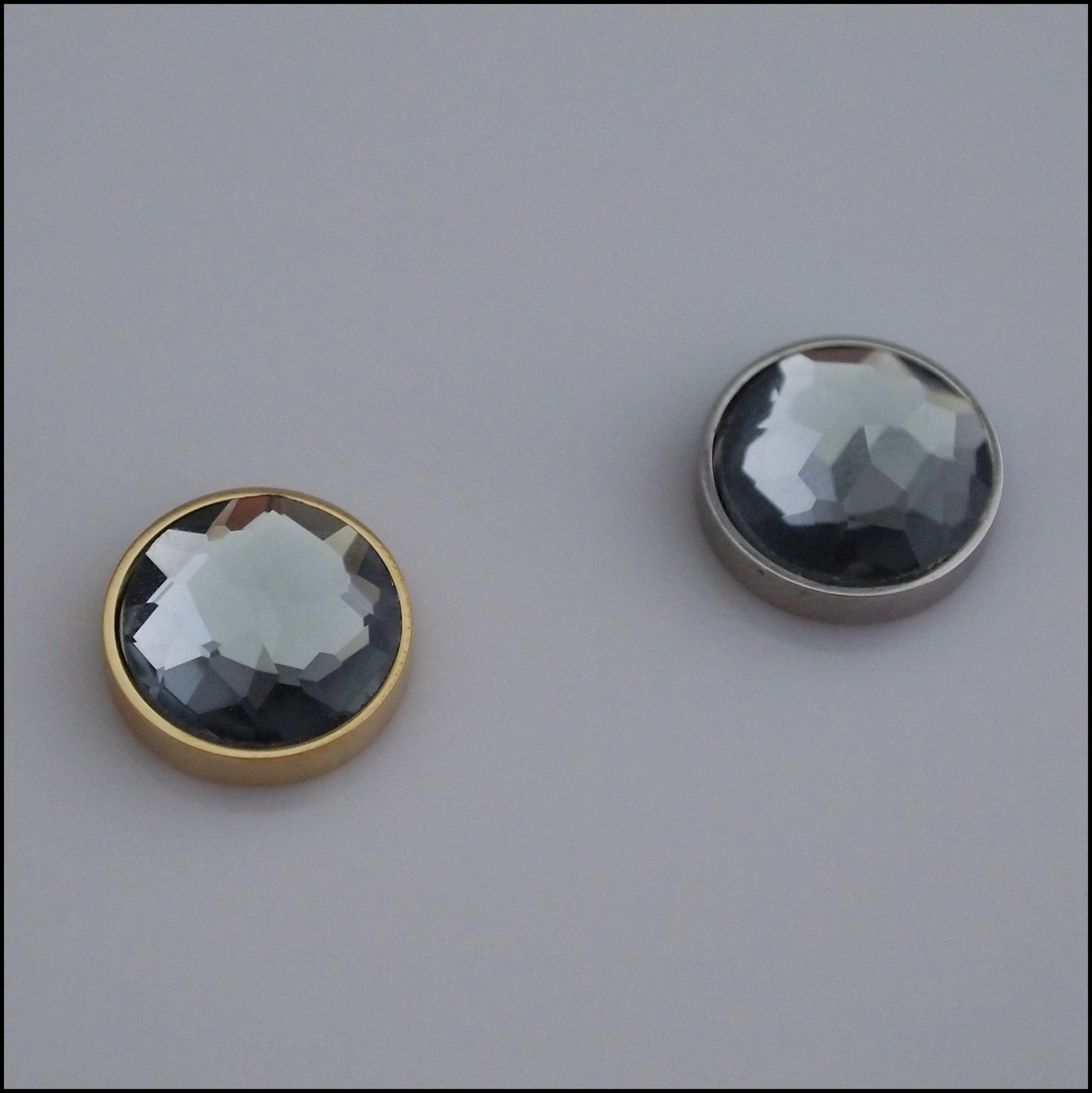 Single Grey Crystal 12mm Magnetic Coin