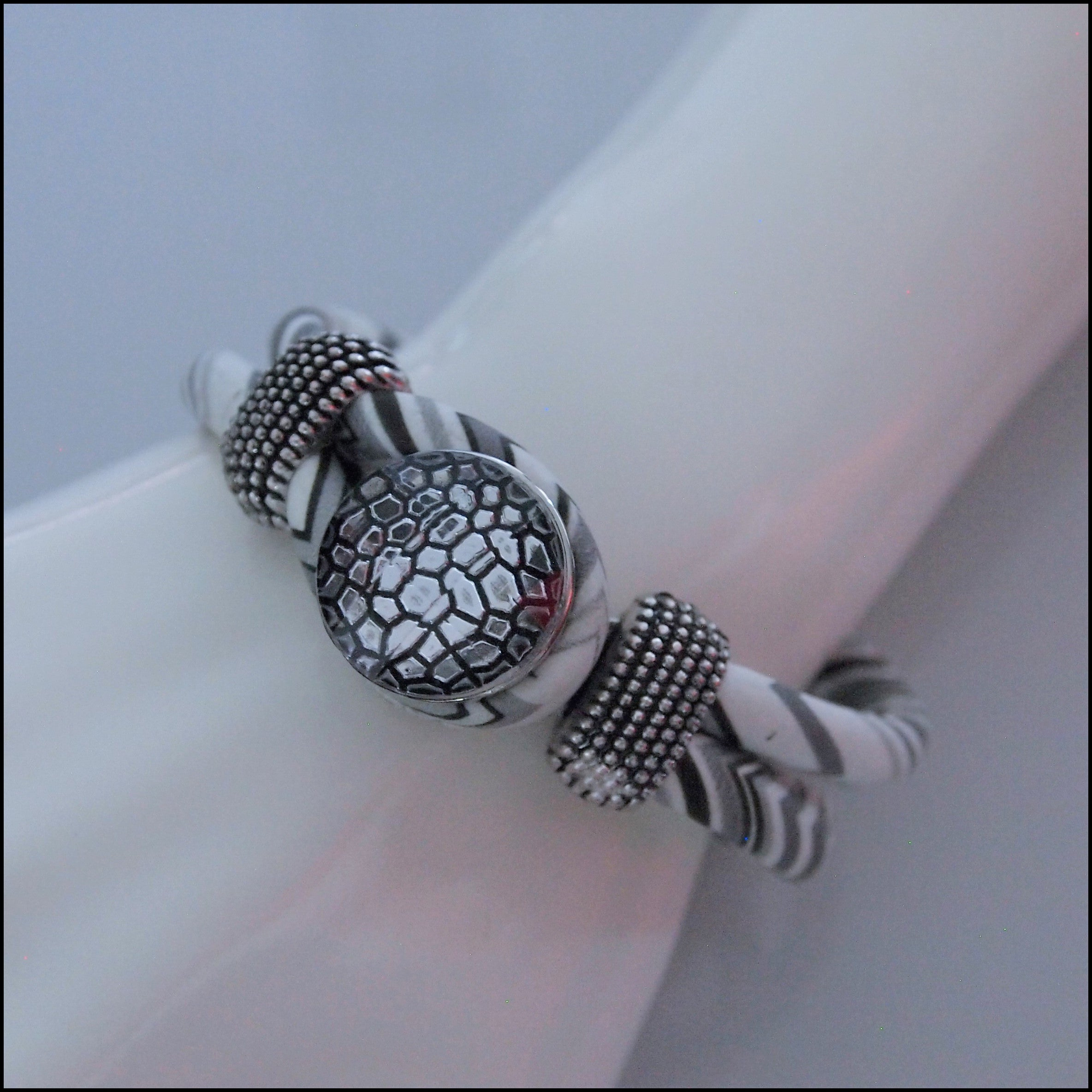 Zig Zag Snap Button Bracelet - Grey/White