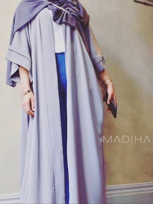 The Layered Sleeves in Light grey - Haute Elan
