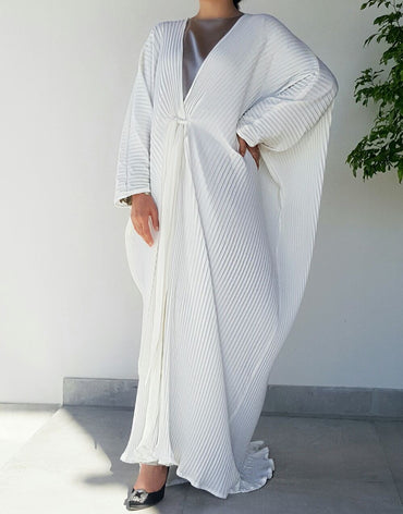 Ramadan 17 White Pleated Abaya With Belt - Haute Elan