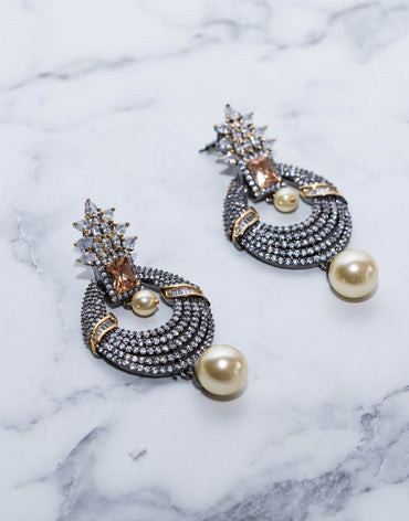 Earing Set With Diamonds And Pearls