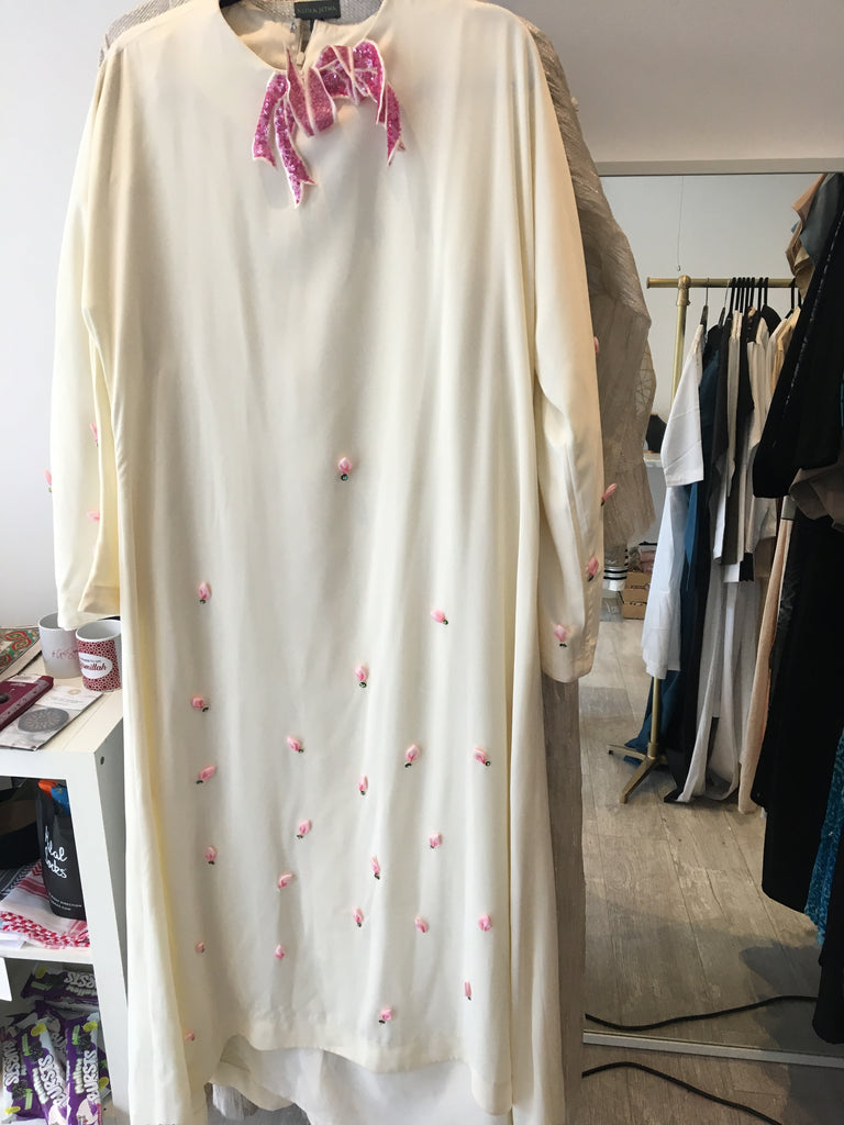 Long casual/luxury ivory abaya with appliquéd petals