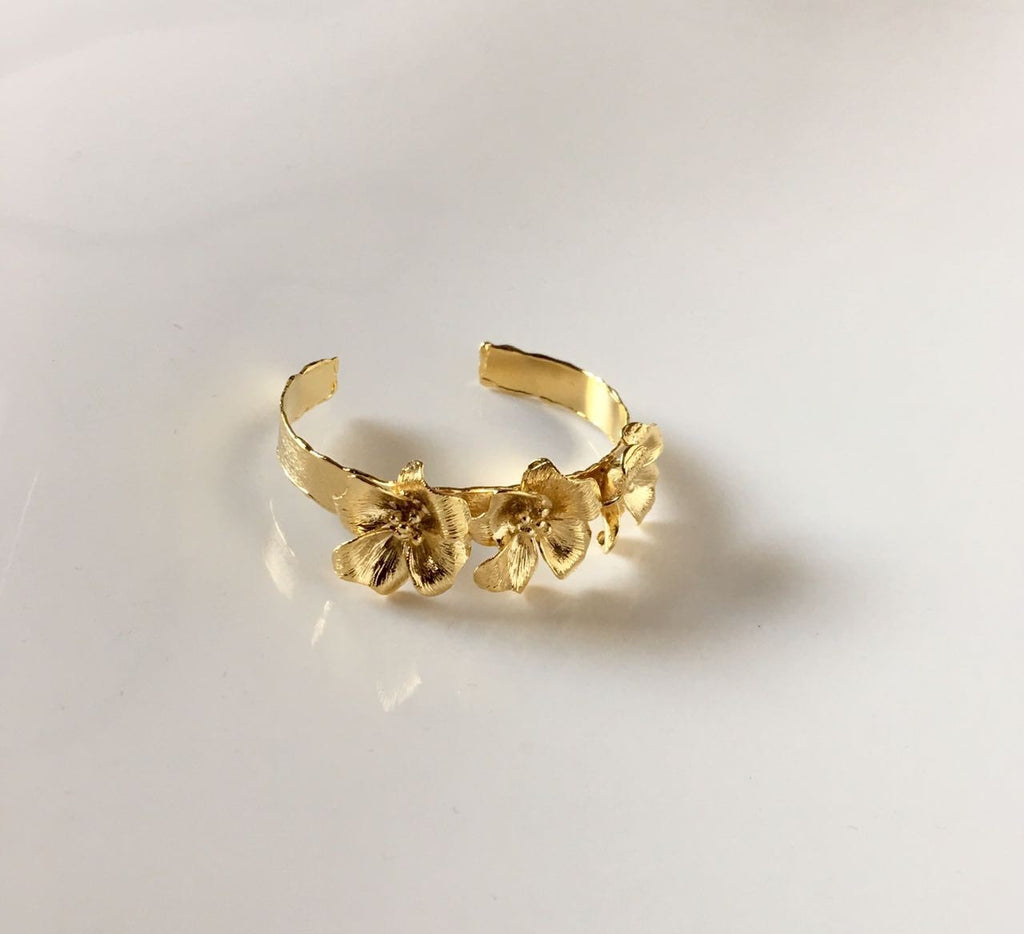 Selsela Bracelet Three Flowers Gold - Haute Elan