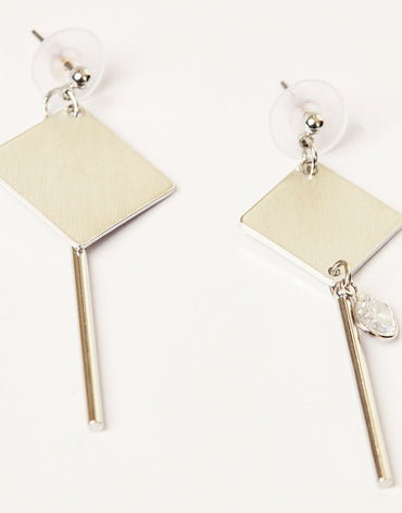 Darling diamond drop earrings in gold