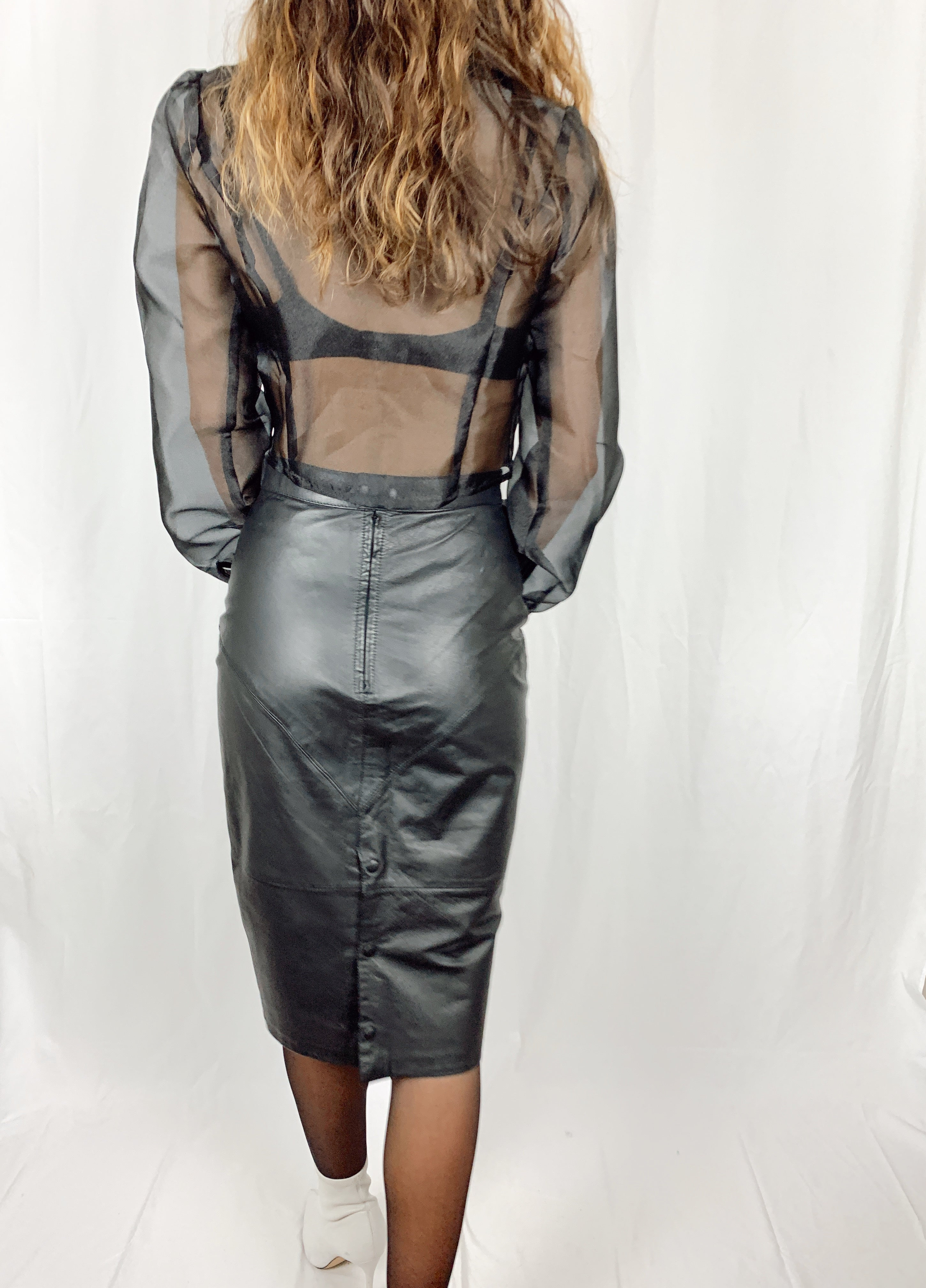 BUTTONS TO THE BACK LEATHER SKIRT