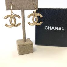 Load image into Gallery viewer, CHANEL CC Classic Earrings