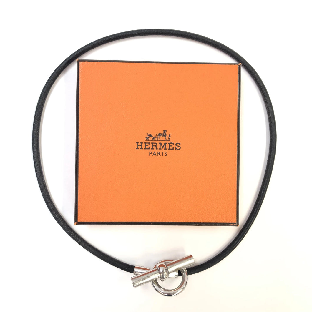 HERMES Toggle Leather Necklace